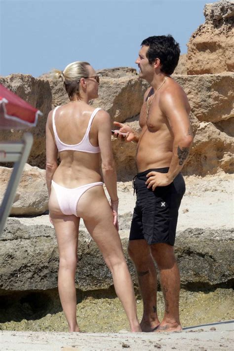 robin wright spotted in a light pink bikini as she gets in