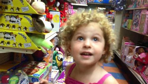 [VIDEO] 3-Year-Old 'Breaks Up' With Dad In Toy Store Over