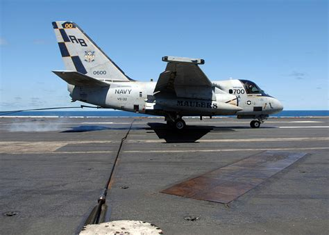 File:US Navy 060821-N-3396B-028 An S-3B Viking assigned to