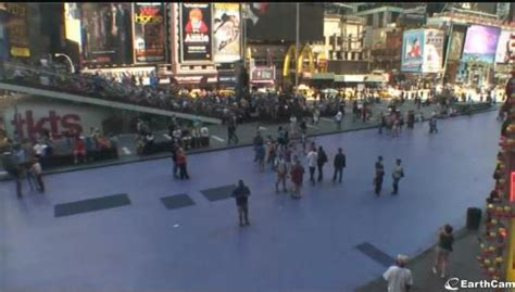 Live People Watching Streaming Webcam Broadway on Times