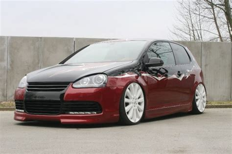 VW Golf Mk5 in black-red combination   VW Golf Tuning