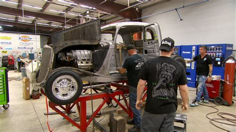 The Gas Monkeys Set To Chopping This '34 Ford | Fast N