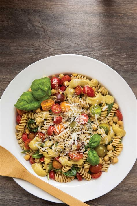 Chickpea-Spinach Pasta with Creamy Avocado Sauce   alive